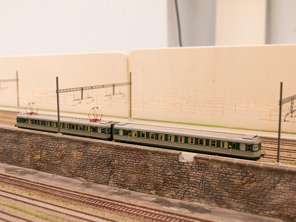 Der nächste Zug, den wir euch vorstellen möchten ist das Modell HR2181 vom Hersteller Rivarossi. Der zweiteilige Elektrotriebwagen wird auf unserer Schnellstrecke fahren.