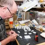 Für den fertigt Bobby einzelne Bruchstücke sowie die Marmor-Manufaktur, wo nicht nur unzählige Marmorblöcke gelagert werden sondern auch an jeder Ecke eine lustige Situation oder ein liebevolles Detail auf einen warten.