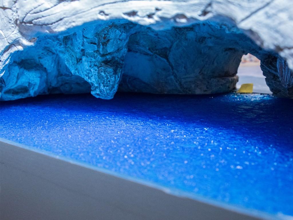 In dieser Höhle ist das erste fertige Fleckchen Wasser zu finden – später soll das Wasser hier auch leuchten können