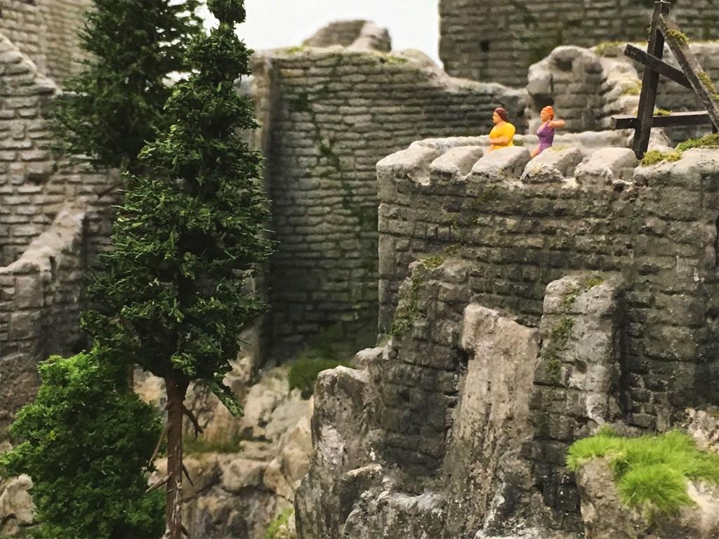 Dann haben wir uns wieder so eine Burg angeschaut. Gehörte wohl zum Programm.