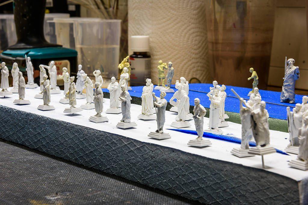 Es geschieht nicht oft, doch manchmal ist selbst unser Modellbau-Papst Gerhard überwältigt. So momentan auch von diesen Statuen, welche ihren Platz auf den Kolonnaden rund um den Petersplatz finden werden.
