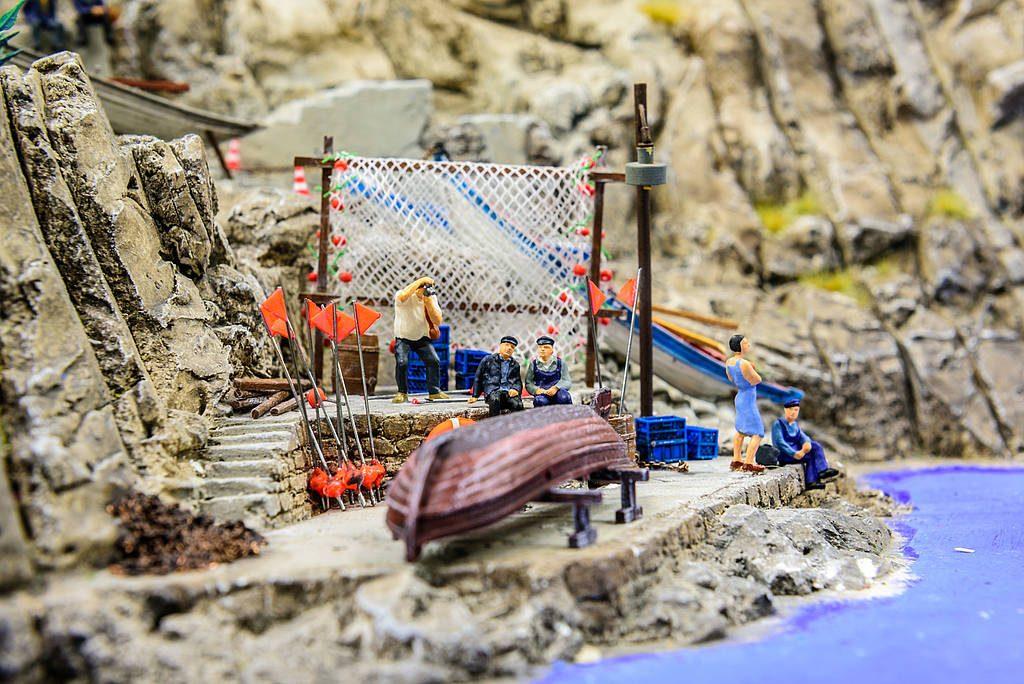 Aber auch abseits der römischen Metropole kehrt das Leben in die italienische Landschaft des Wunderlands ein. Dabei entstehen so nette Kleinode wie dieser selbst en miniature minimalistische Fischereihafen.